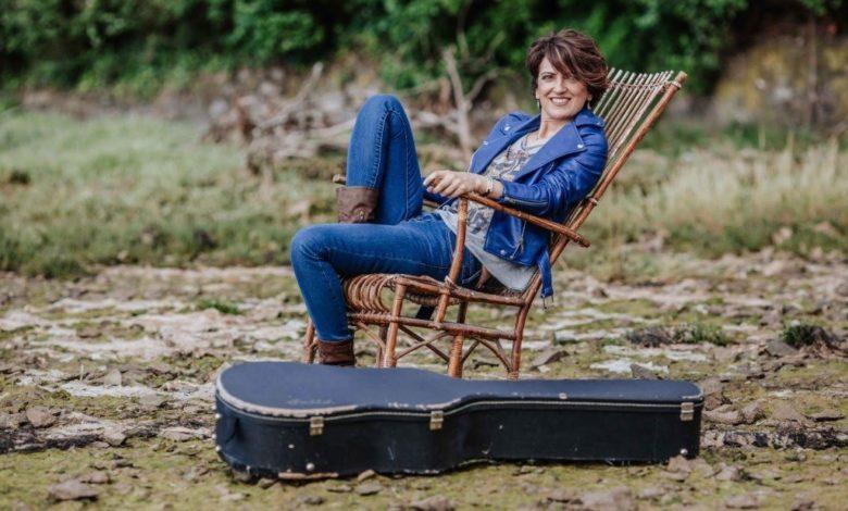 Photo of La cantautora cántabra Vicky Gastelo promueve una campaña para recaudar fondos para residencias