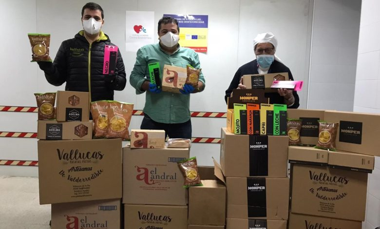 Photo of Patatas Vallucas, Sobaos El Andral y Chocolate Monper donan sus productos a la Cocina Económica de Santander