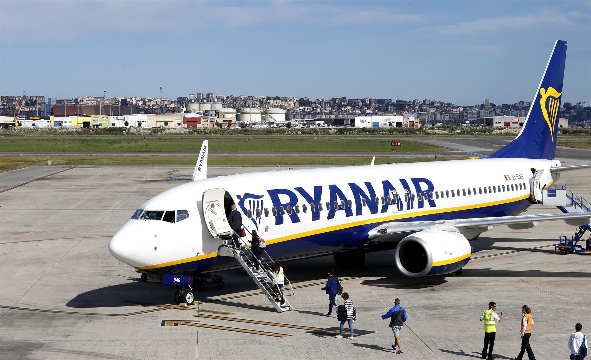 Avión de Ryanair. Aeropuerto de Santander