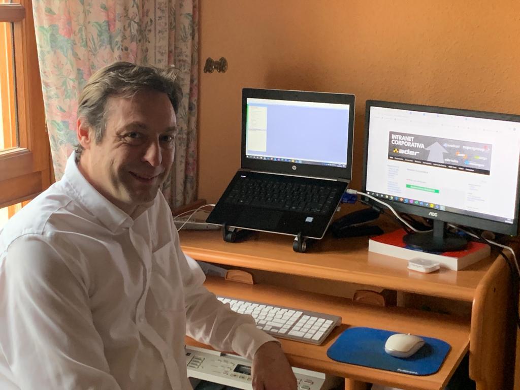 Alberto García, responsable de la delegación cántabra de Ader Taxi Comercial.