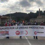 Photo of Trabajadores de Sniace acuden en Santander a una silenciosa manifestacción por la unidad productiva