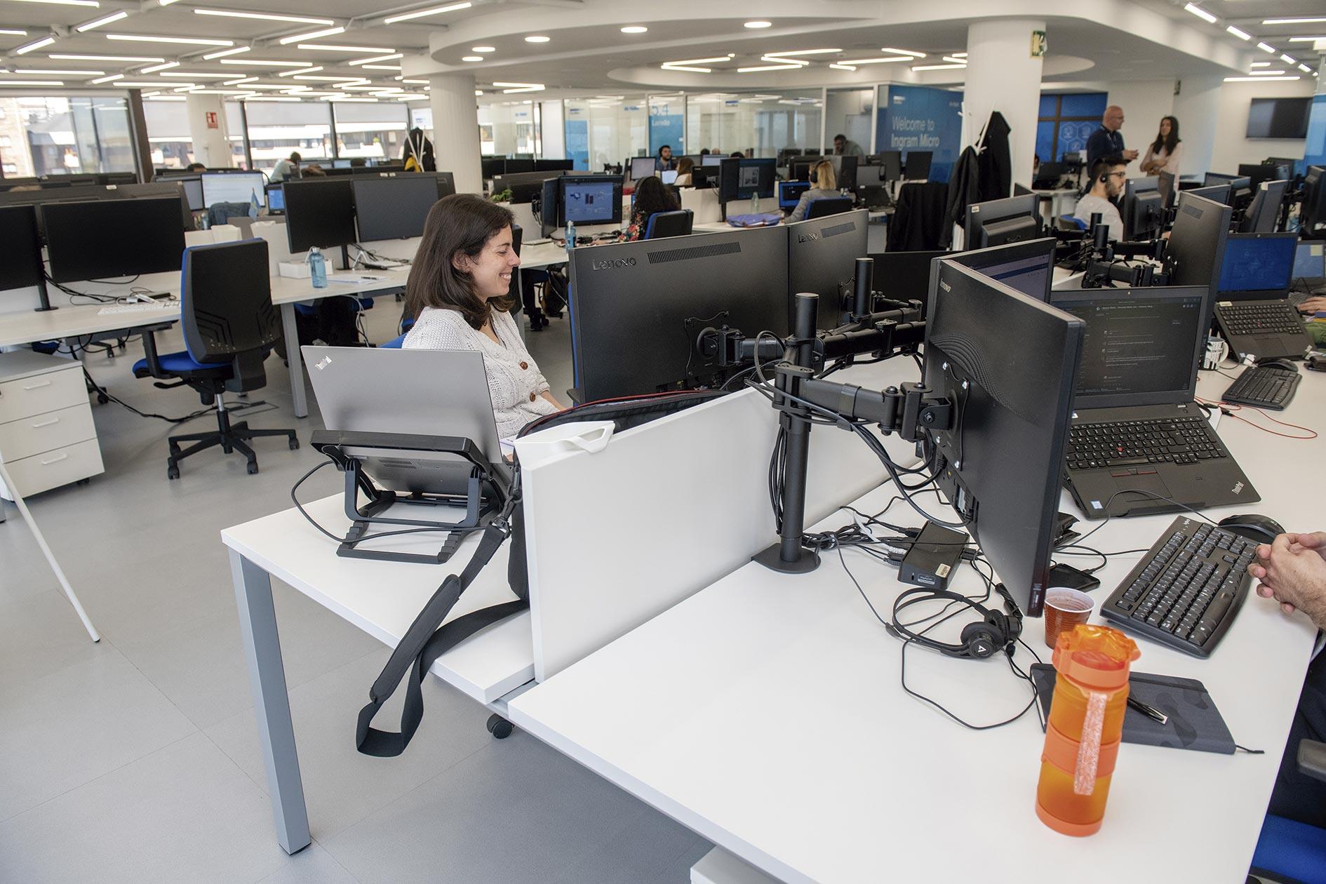 En Ingram Micro trabajan en grandes salas diáfanas, para fomentar la comunicación, la colaboración y el trabajo en equipo.