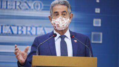 Photo of Revilla carga contra los políticos que se vacunan y llama «caras» a los jefes de Ambuibérica